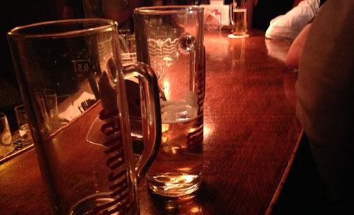 Ein Bierchen trinken in der G-Punkt Bar